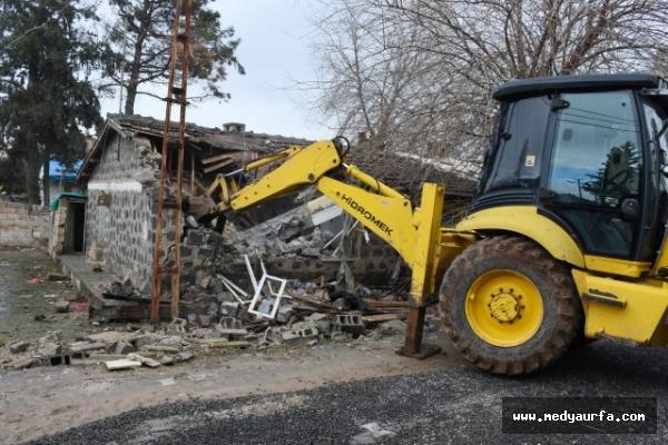 Hilvan'da metruk yapılar yıkılıyor!