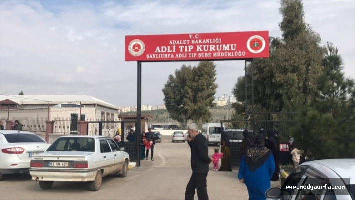 Akçakale'de yıkılan duvarın altında kalan çocuk öldü