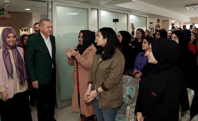 Erdoğan'dan TÜRGEV yurduna ziyaret
