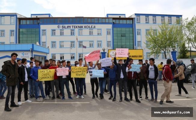 Şanlıurfa'da kapatılan okulun öğrencileri eylem yaptı