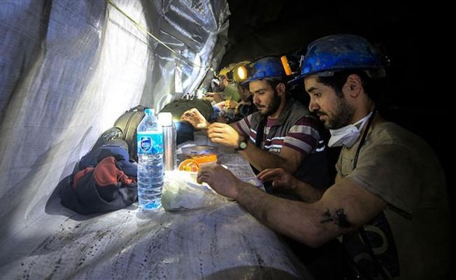 Yerin 350 metre altında iftar