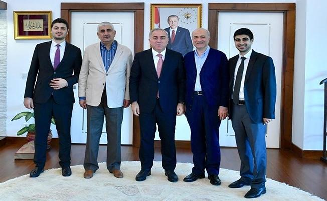Küçük ailesi Başkan Turan'ı ziyaret etti
