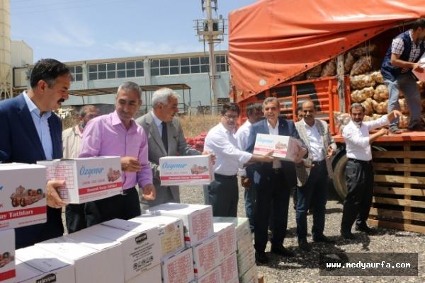 Şanlıurfa'dan Suriyelilere 8 tır yardım malzemesi
