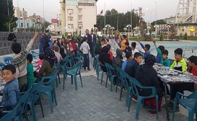 Viranşehir ilçesinde yetimler için iftar verildi.