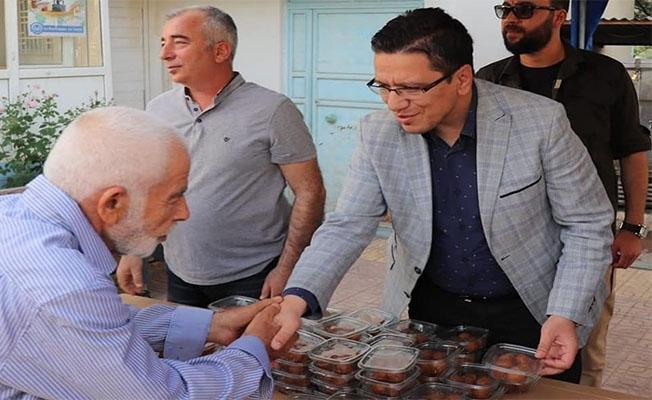 Albayrak Halfeti'de vatandaşlarla bayramlaştı