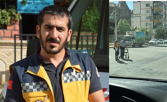 Ambulans sürücüsünden örnek davranış