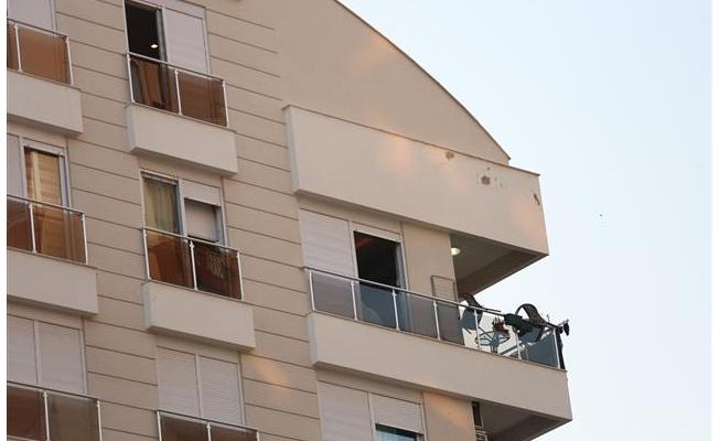 Antalya'da dört kişi evlerinde ölü bulundu