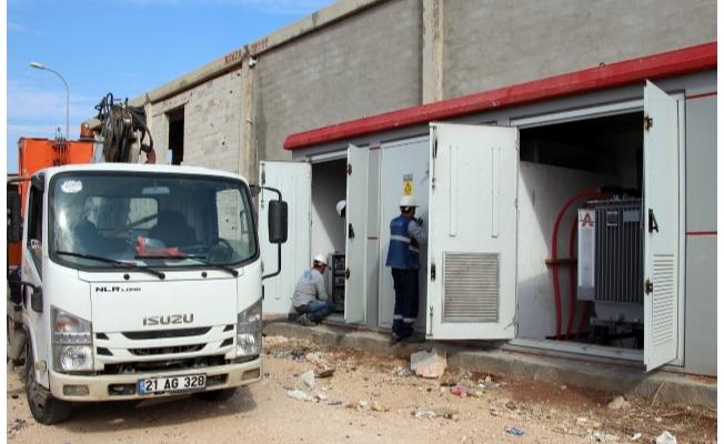 Hırsızlar sanayi sitesini elektriksiz bıraktı