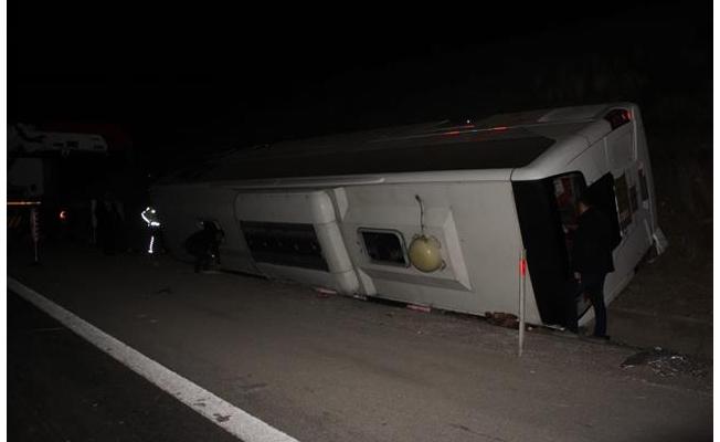 Osmaniye'de yolcu otobüsü devrildi