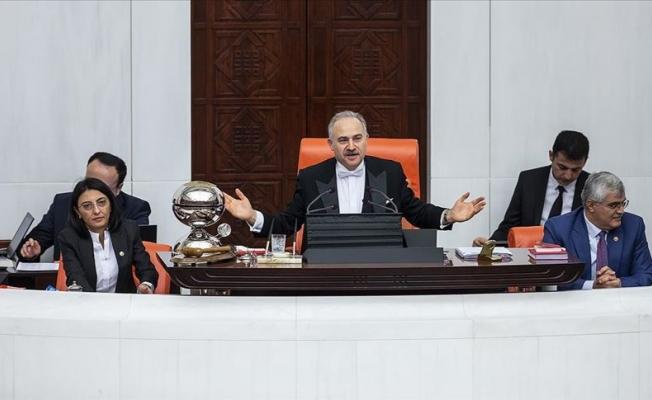 Meclisi aralıksız yöneterek rekor kırdı