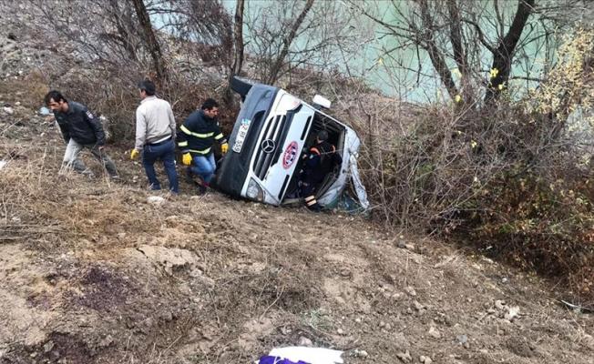 Sporcuları taşıyan minibüs devrildi: 2 ölü, 15 yaralı