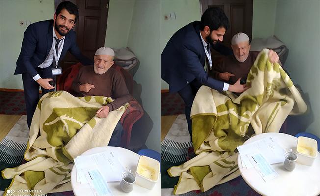 Yaşlı müşteriye evinde elektrik hizmeti