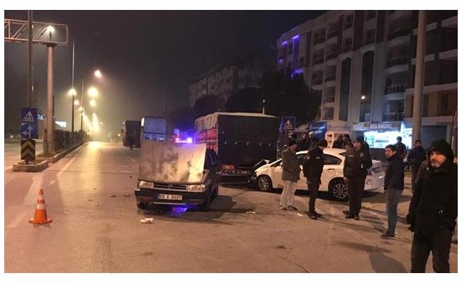 Aydın'da iki otomobil çarpıştı: 1'i çocuk 9 kişi yaraladı