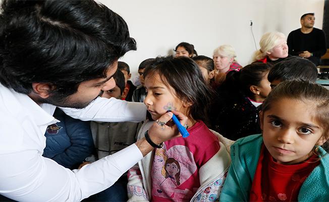 Gönüllüler tiyatrosu perdelerini köy çocukları için açıyor
