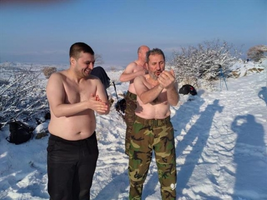 """Kayseri'de eksi 15 derecede """"kar banyosu"""" yaptılar"""