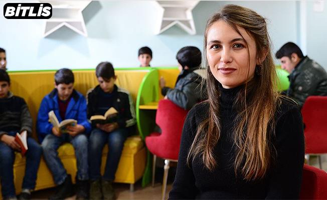 Yatılı okuyan öğrencilerine 'annelik' yapıyor