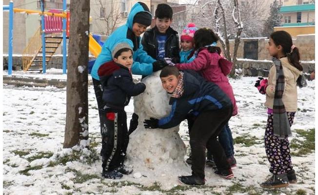 Akçakale'de çocuklar karın keyfini çıkardı