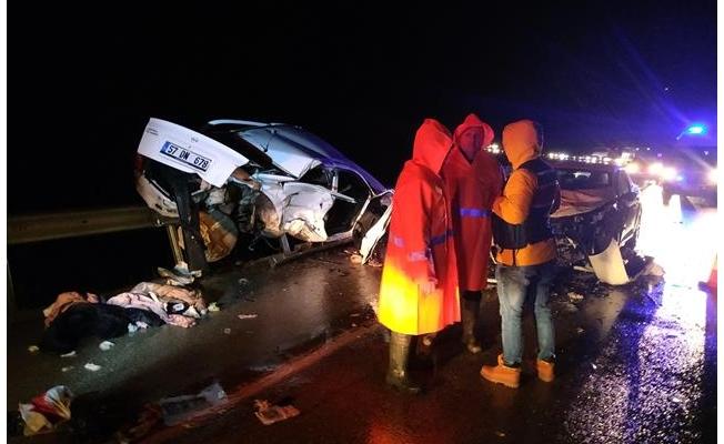Sinop'ta iki otomobil çarpıştı: 4 ölü, 6 yaralı