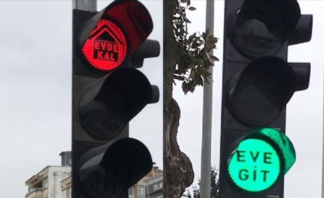 Trafik ışıklarıyla 'Evde kal' çağrısı