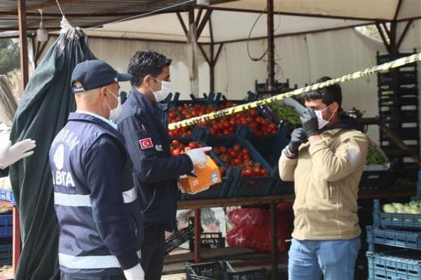 Harran'da esnafa maske ve eldiven dağıtıldı