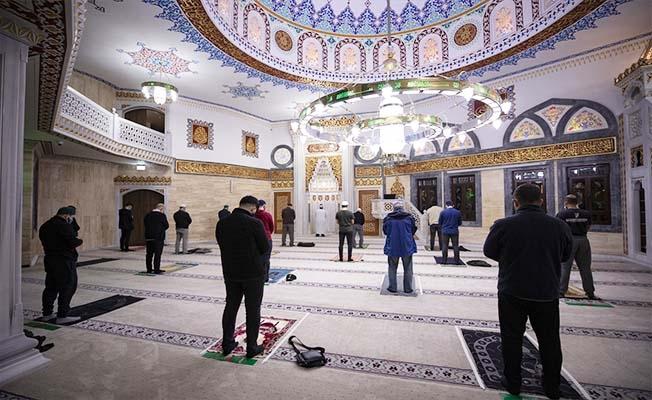 Almanya'daki camiler ibadete açıldı