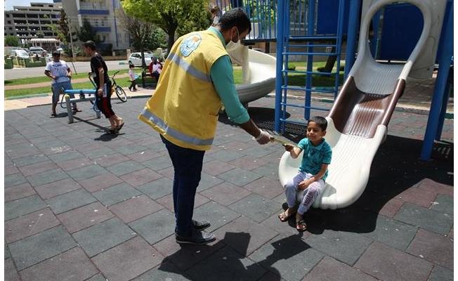 Haliliye'de çocuklara boyama kitabı sürprizi