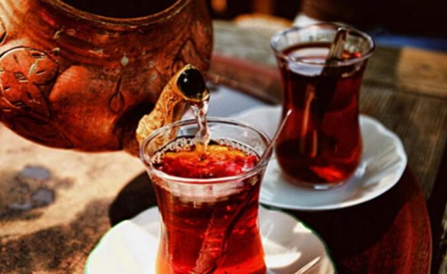 Adana'da çay bayat kavgası