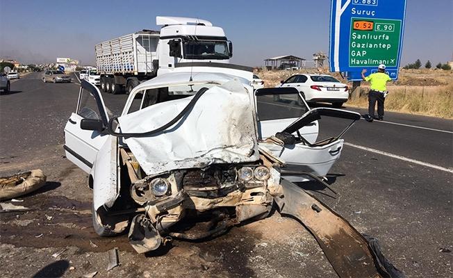 Ticari araç ile otomobil çarpıştı: 1 ölü, 4 yaralı
