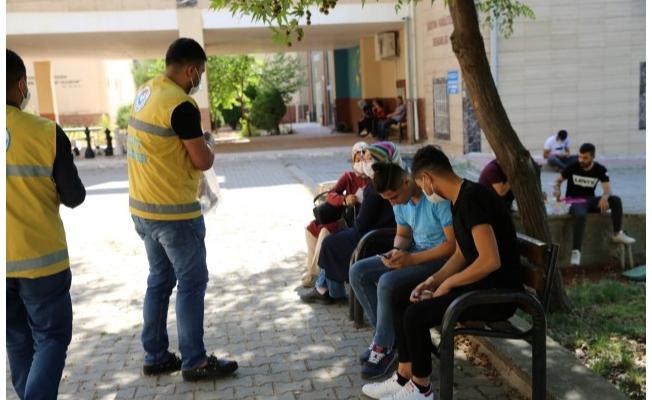Haliliye'de YKS'ye giren öğrencilere su ikramı