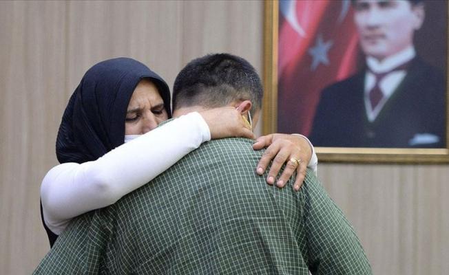 İkna edilen PKK'lı terörist sınırda teslim oldu