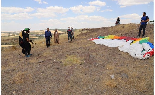 Karaköprü'de yamaç paraşütü yaptılar