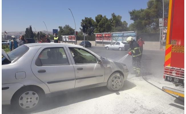 Şanlıurfa'da seyir halindeki otomobilde yangın