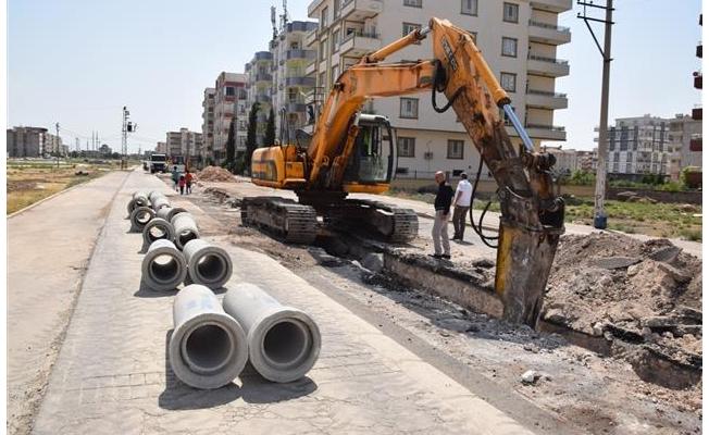 Viranşehir'deki bozuk yollar yenileniyor