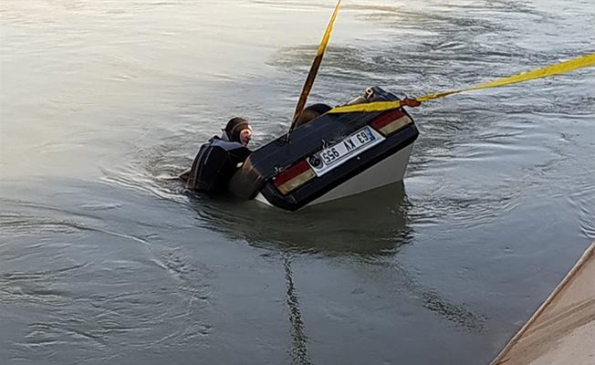 Sulama kanalına otomobil devrildi: 2 ölü