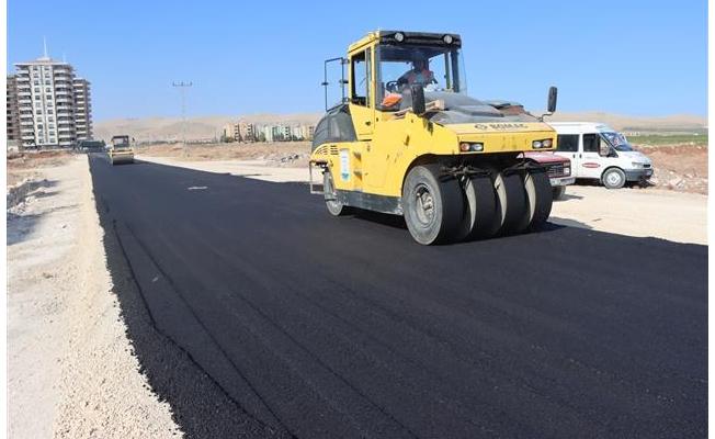 Dağ eteği bölgesine sıcak asfalt