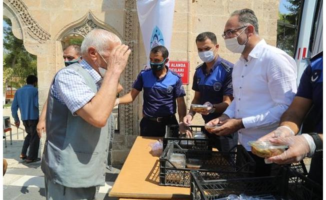 Eyyübiye'de vatandaşlara aşure ikramı