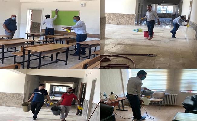 MHP teşkilatı okullarda temizlik ve dezenfekte çalışması yaptı