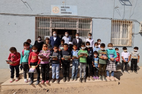 Kırsaldaki çocuklara kitap desteği