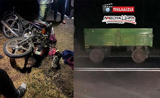 Motosiklet park halindeki traktöre çarptı: 2 yaralı