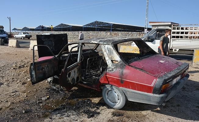 Şanlıurfa'da park halindeki otomobil yandı