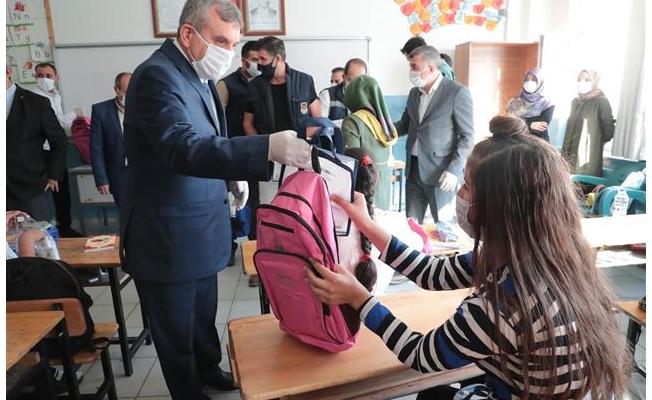 Şanlıurfa'da öğrencilere hijyen ve eğitim seti