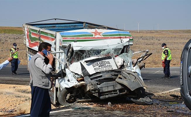 Siverek'te iki kamyonet çarpıştı: 3 yaralı