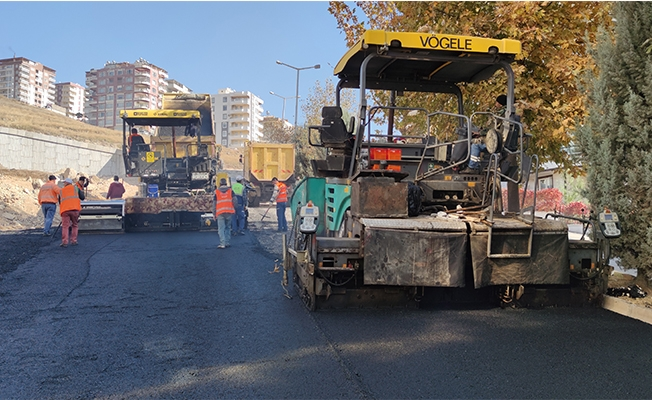 Büyükşehir ürettiği asfaltı yollarla buluşturuyor