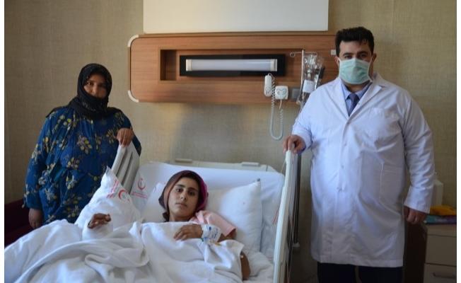 Şanlıurfa'da genç kızın kazada kopan eli yerine dikildi