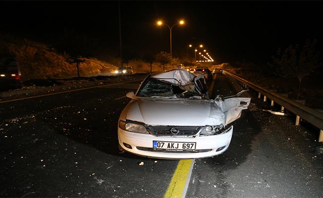 Şanlıurfa'da otomobil kamyonla çarpıştı: 1 ölü, 5 yaralı