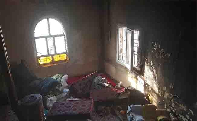 Yangında dumandan etkilenen 2 çocuk hastaneye kaldırıldı