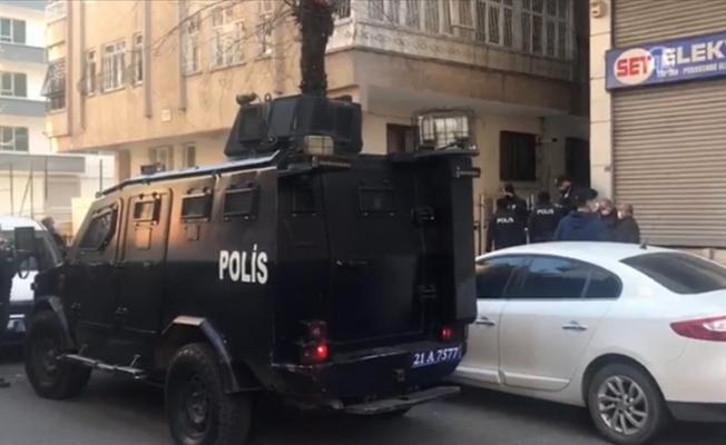 Diyarbakır'da bir evde 3 kişinin cesedi bulundu