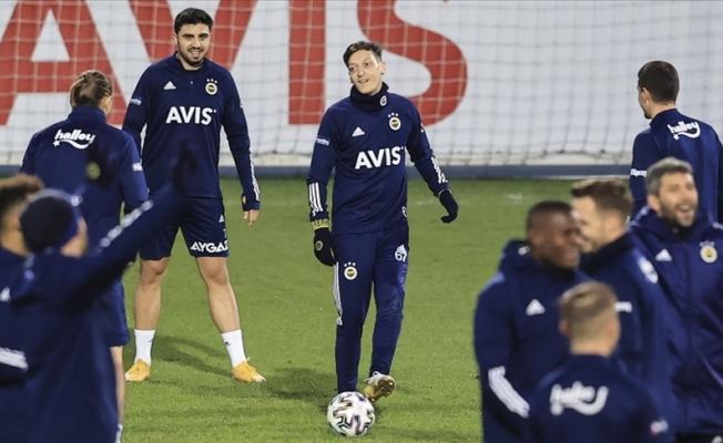 Mesut Özil gündemden düşmüyor
