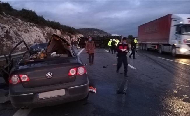 Pozantı-Ankara otoyolunda feci kaza: 5 ölü