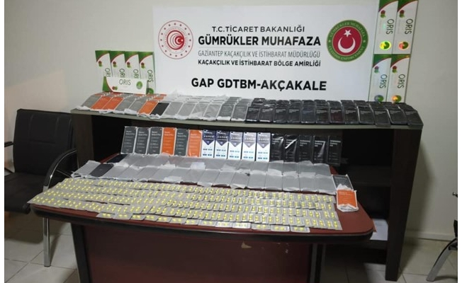 Akçakale'de gümrük kaçağı 236 cep telefonu ele geçirildi